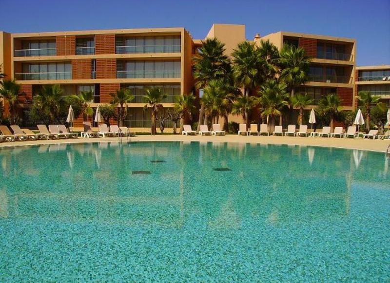 Salgados T3, luxury apartment, Gale beach, golfe, algarve holidays - Image 1 - Albufeira - rentals