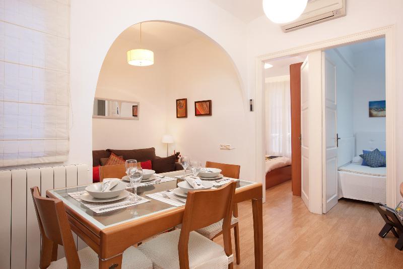 Gaudí - Image 1 - World - rentals