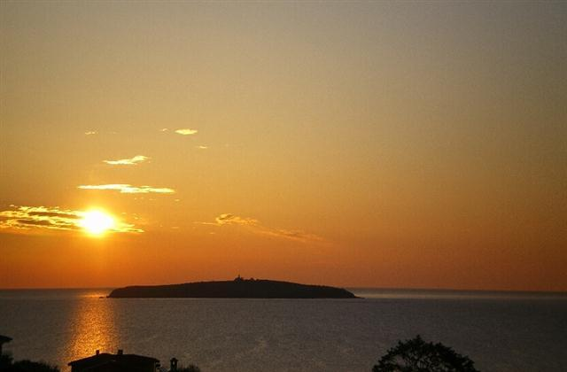 the amazing sunrise! - A summer villa just 200 METERS from the sea. - Chernomorets - rentals