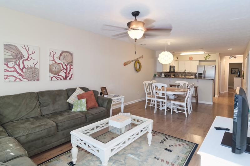 Living and dining rooms are open to the kitchen. Pleanty of space to spread out and relax - $ave 5/30-6/20 Pools-5 Min to Beach-WiFi-Golf-A/C - Pawleys Island - rentals