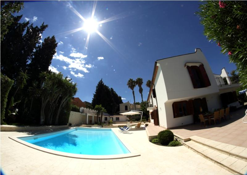The sun, the pool and the villa - VILLA HOP: luxury villa with private pool at 50 m - Brucoli - rentals