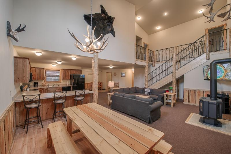 Large open floor plan with plenty of room for large parties. - Cabins West - Teton Townhouse - West Yellowstone - rentals