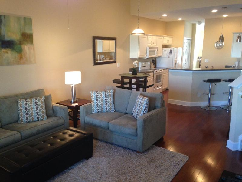 Open and spacious! hardwood floors, soaring ceilings and new modern furniture - Spacious Modern| 2 Master Suites | Game Rm | Lanai - North Myrtle Beach - rentals