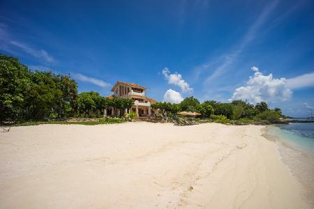 Exquisite beachfront Casa de la Playa offers 360º views & beautiful gardens - Image 1 - Isla Mujeres - rentals