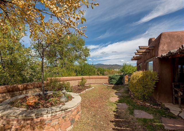 Casa Sequoia - Histroic Adobe home with views, walk to Plaza & Canyon Rd! - Image 1 - Santa Fe - rentals