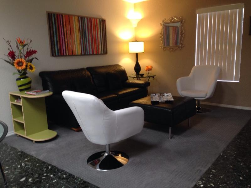 Living room - Central, very cute, three bedroom fully furnished - Tucson - rentals
