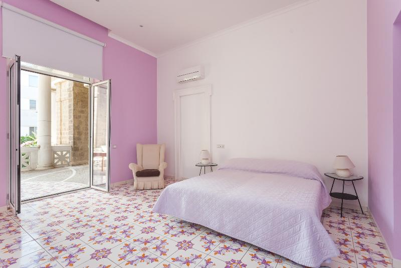 Main bedroom with terrace with the view on the historical center of Sorrento - Casa Cipolla,bright and spacious with seaview - Sorrento - rentals