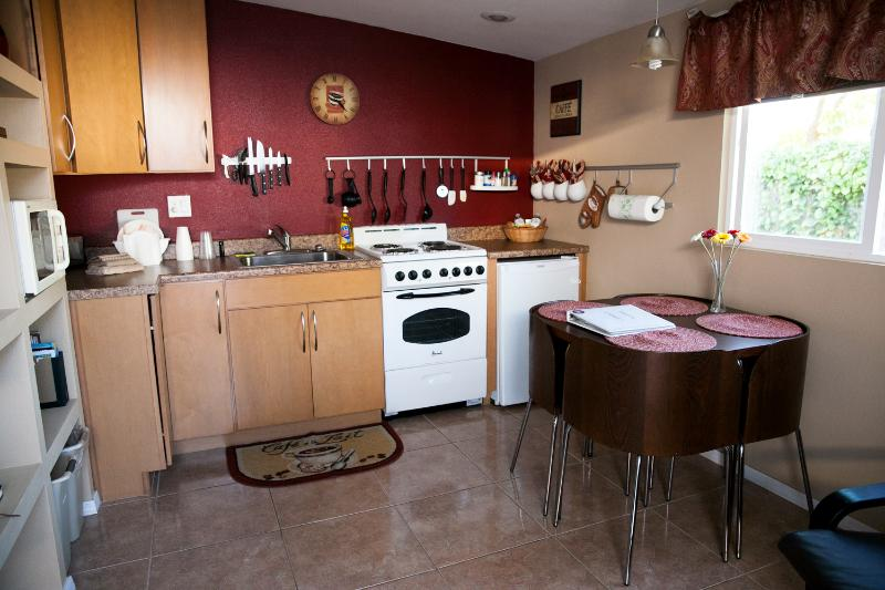 Kitchen area - Elegant 1 BR Vacation Apartment in Tempe - Tempe - rentals
