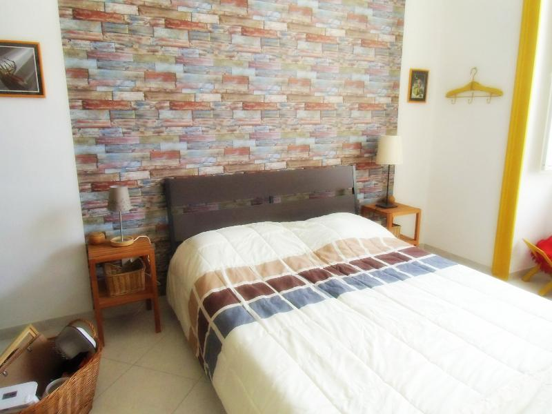 1st bedroom - Completely renovated apt in the center - WiFi - Naples - rentals