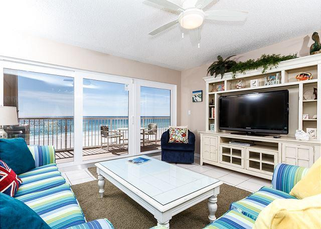 This 3 bedroom unit swarms you with beautiful beachy colors coor - ISLANDER #4011, 3BR, beachfront, HDTVs, WIFI,FREE BEACH SERVICE included - Fort Walton Beach - rentals