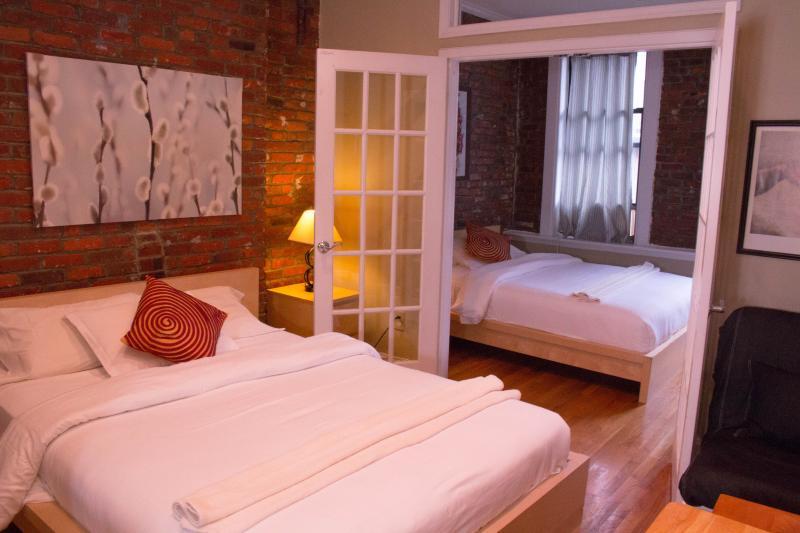 2 queen beds to sleep 4 comfortably - $199/night JUNE SPECIAL Downtown Suite w Rooftop - New York City - rentals