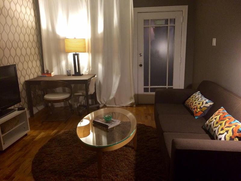 Retro Charm w/ a Modern Touch - Image 1 - Glendale - rentals