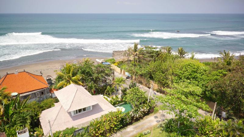 Our location - right on Pererenan beach! 10 min walk to Echo Beach.. - 2 Bedroom Beach House only 30 meters from sea!! - Canggu - rentals
