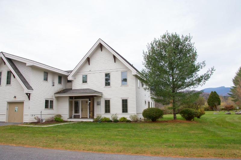 Casa Riverwalk Stowe Townhouse with Mountain Views - Image 1 - Stowe - rentals