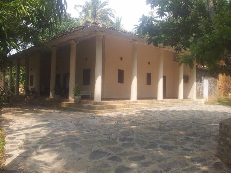Approaching house from path - Sri Lanka. villa / guest house - Unawatuna - rentals