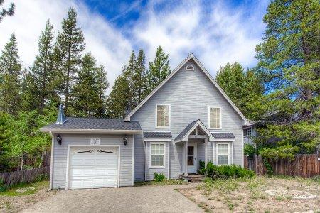 Adorable cottage w/ hot tub! Located 15 min Sierra - COH0821 - Image 1 - South Lake Tahoe - rentals