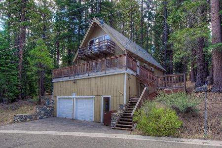 Huge Tahoe home, sleeps 12 w/ amazing game room -COH1003 - Image 1 - South Lake Tahoe - rentals