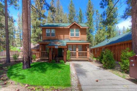 Wonderful House with 4 BR & 2 BA in South Lake Tahoe (Gorgeous House in South Lake Tahoe – CYH1057) - Image 1 - South Lake Tahoe - rentals