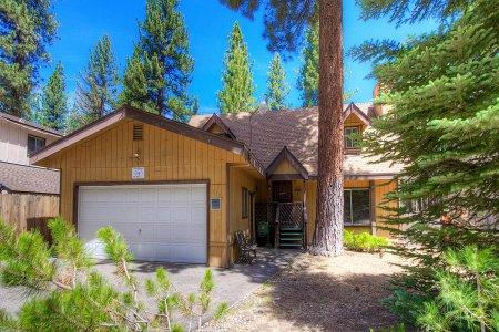 Centrally located in S. Lake Tahoe home, 10min to ski - CYH1201 - Image 1 - South Lake Tahoe - rentals
