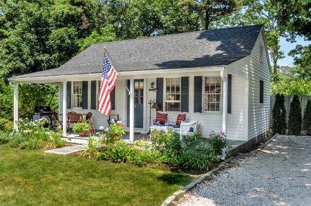 THE VINEYARD HIDEAWAY COTTAGE - EDG WHAR-21GH - Image 1 - Edgartown - rentals