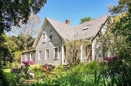 IN-TOWN HISTORIC CHARMER WITH POOL - VH RMAN-33 - Image 1 - Vineyard Haven - rentals