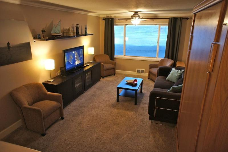 Welcome to #214 The Beachelor Pad at the Sea Gypsy! - The Beachelor Pad - Condo with Wi-Fi, Roku, Pool! - Lincoln City - rentals