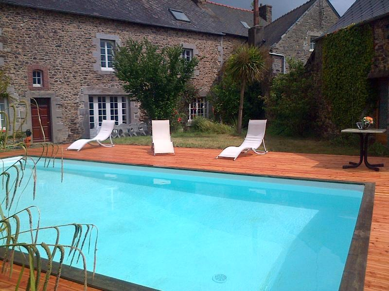 Swimming-pool (heated July & August) - Traditionnal house, garden, heated swimming-pool - Lanvollon - rentals