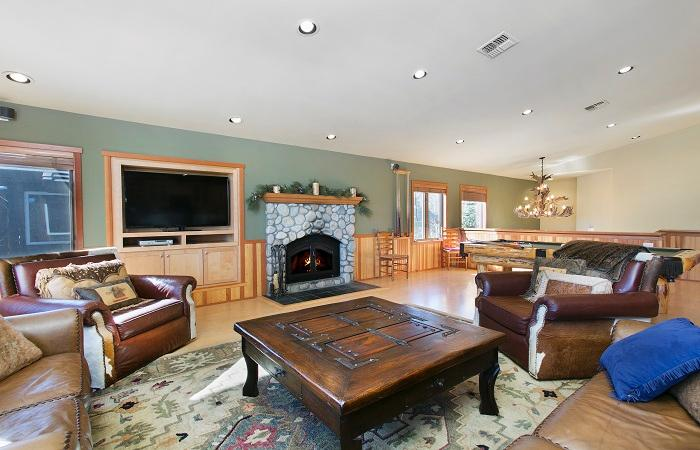 Snowcreek #820 Living Area With A Gas Fireplace - Snowcreek V 820 - Luxury Mammoth Townhome - Mammoth Lakes - rentals