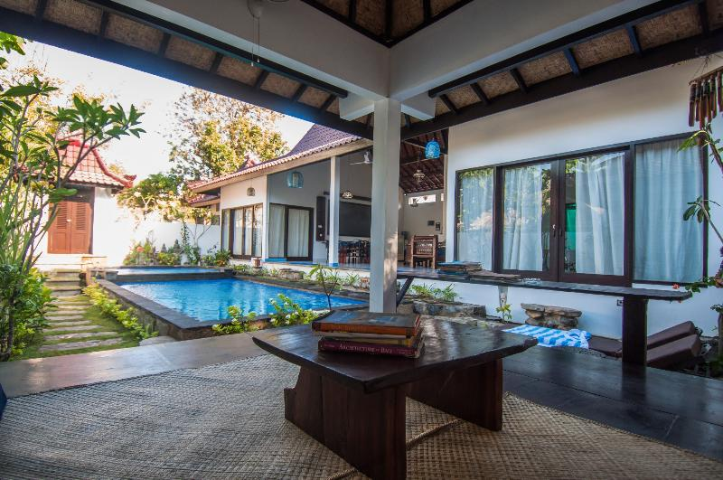 Relaxing swimming pool fitted with a jacuzzi and a reading corner next to the pool - Ambary House- Private Villa, Pool Gili Trawangan - Gili Trawangan - rentals