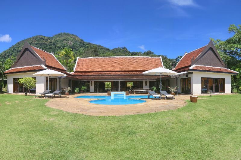 Tha Lane Bay Villa; Sea Front - Image 1 - Krabi - rentals