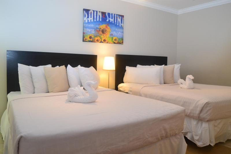 CLOSE TO BEACH! 1 BDRM, 1 BATH, SLEEPS 6! - Image 1 - Fort Lauderdale - rentals