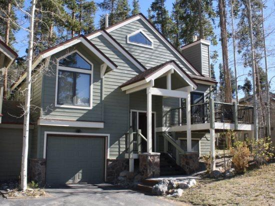 Desirable Yet Affordable In-Town Location, Huge Views, Sleeps 10, Great Rates with Hot Tub! - Image 1 - Breckenridge - rentals
