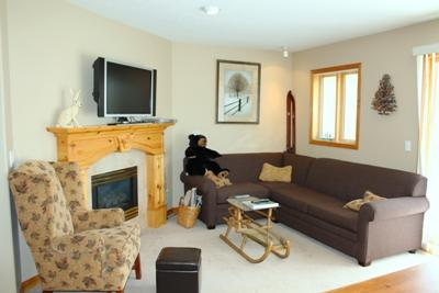 Living Room with Seating for 4 - Snow Creek Village - 09 - Sun Peaks - rentals