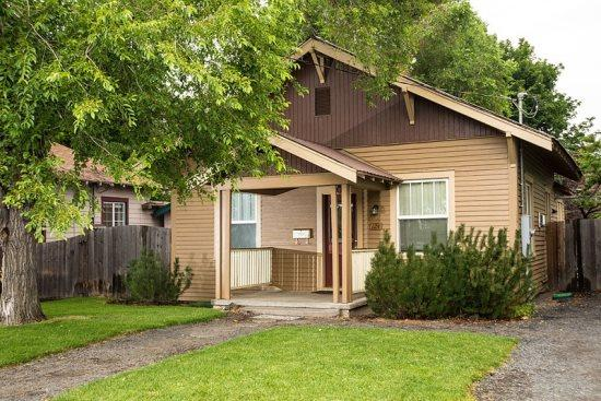 Welcome to 124 Delaware - Walk to Downtown! Historic District, Delaware House, Hot Tub, Pet Friendly - Bend - rentals