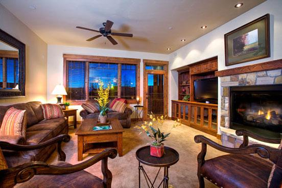 Emerald Lodge Living Room- 5101 - 5101 Emerald Lodge, Trappeurs - Steamboat Springs - rentals