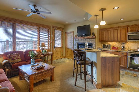 Emerald Lodge Kitchen and Living Room - 5114 - 5114 Emerald Lodge, Trappeurs - Steamboat Springs - rentals