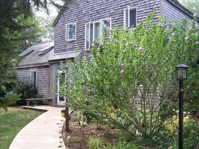 Beautiful curb appeal - AREEAS 94133 - Eastham - rentals