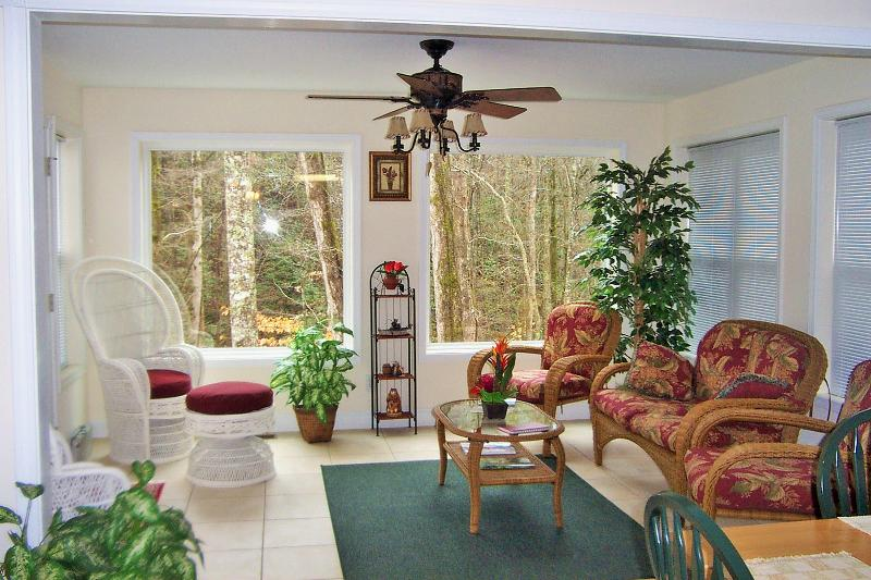 Sunroom with Large Picture Windows - Cabin w/Creek Near Helen Water Park-Walk to Town - Helen - rentals