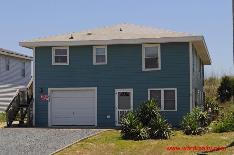 Streetside Exterior - Spikes - Topsail Beach - rentals