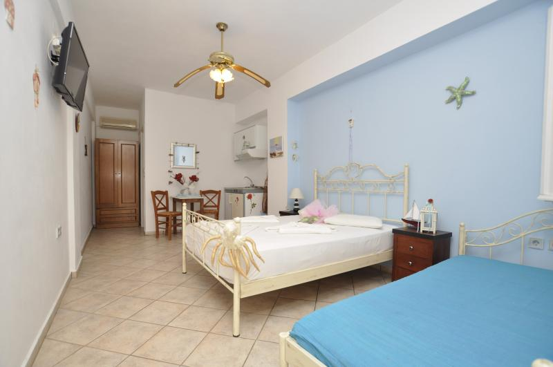Bedroom - Triple studio with kitchen are located (100) Meters from the Sandy beach. - Siros - rentals