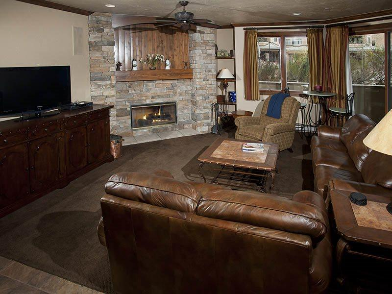 Living Room - Ski In / Ski Out from this beautiful Strawberry Park Vacation Condo, in Beaver Creek. - Vail - rentals