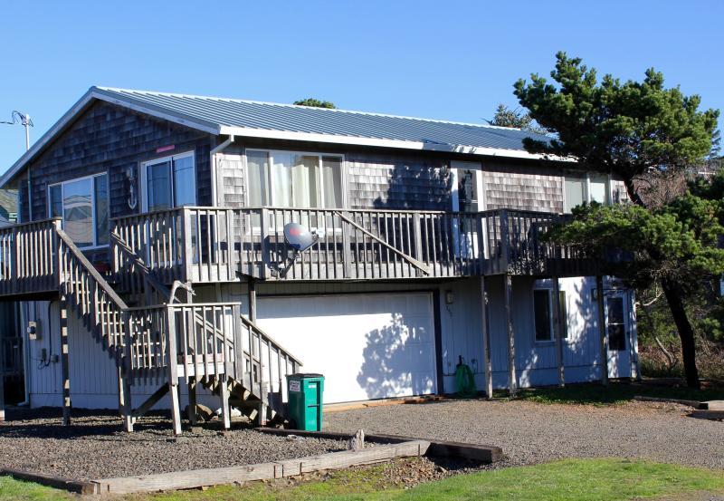 Exterior - Large Rockaway Beach Home, Steps to the Beach - Rockaway Beach - rentals