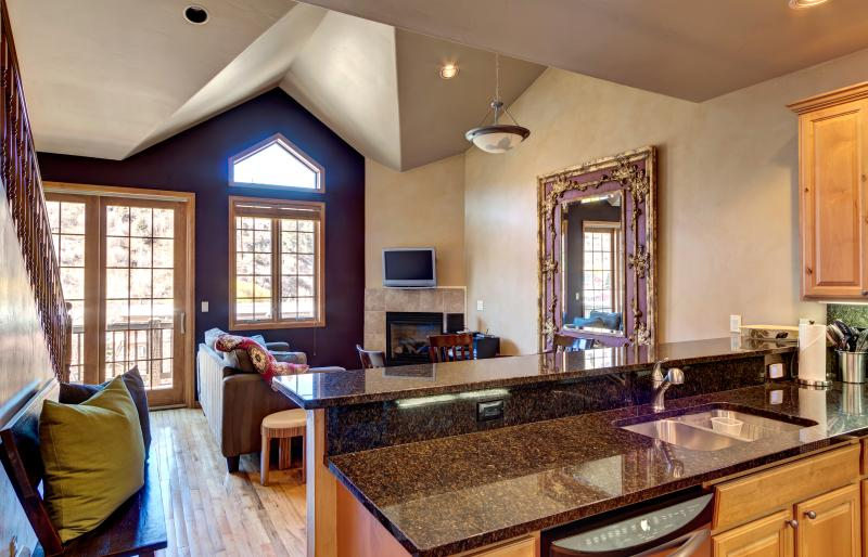 Daining/kitchen/living area - Great townhouse in West Vail / Minturn - Minturn - rentals