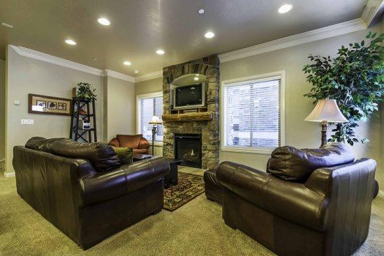 Snowbasin View Huntsville Condo | Luxury 4 Bedroom | Lakeside Unit 43 - Image 1 - Huntsville - rentals