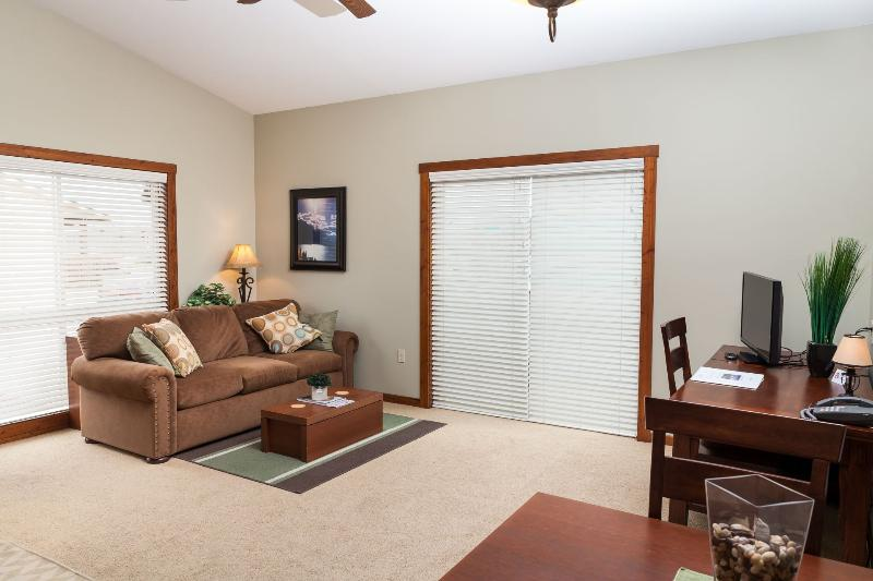Living Room - Glacier Ridge Suites - Kalispell - rentals