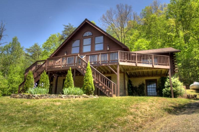 Exterior - Eagles Perch- Modern & Spacious Log Home. Total Seclusion On 15 Mountain Acres; Incredible Views! - Leicester - rentals