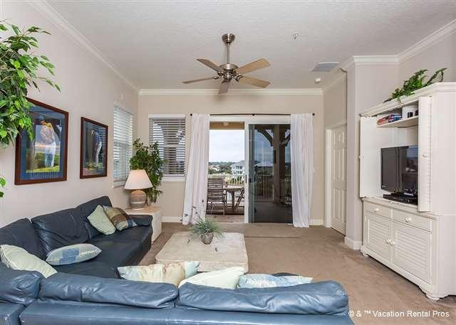 Our beautiful, sunny condo has elegant designer furnishings - 1041 Cinnamon Beach, corner 4th Floor, 2 heated pools, wifi, spa - Palm Coast - rentals