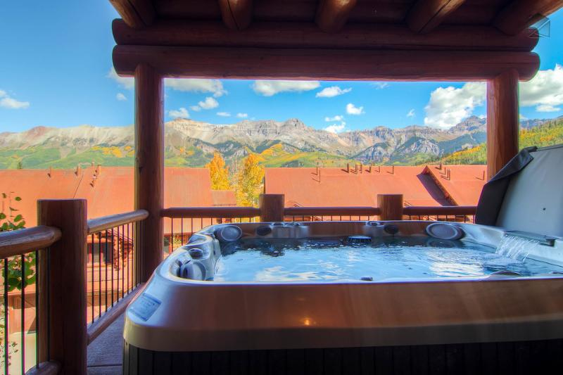 Chill out in the hot tub and gaze in awe at unobstructed views of the San Sophia range. - Put an exclamation on your vacation - Ski in/out - The Alpenglow at Tristant - Mountain Village - rentals