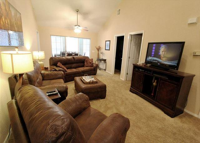 Living Room - Relaxing Refuge- Beautiful 3 bedroom/3 bath condo at Thousand Hills Champions - Branson - rentals