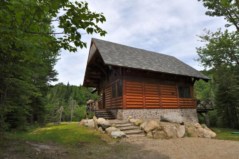 Exterior view - Log Cabin Family Getaway - 6 bedrooms - Lac-Superieur - rentals